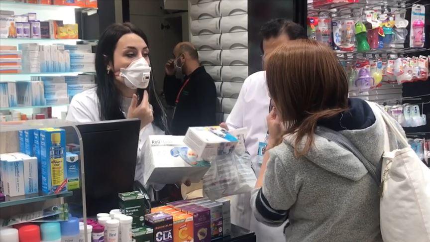 istanbul havalimanında maske dağıtıldı